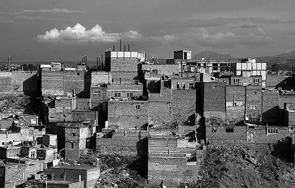 مهاجرت روستائیان به حاشیه شهرها با الگوی غلط توسعه/ به اندازه گلیم خود هم نتوانستیم پایمان را دراز کنیم!