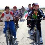 رکاب زنی کودکان دوچرخه سوار سرخسی در حمایت از کودکان یمن