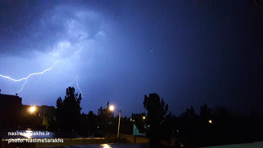 رعد و برق های مهیب و بارش شدید باران در شهرستان سرخس+ عکس و فیلم