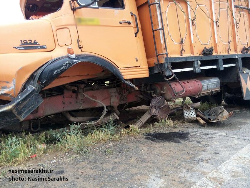 تصادف مرگبار لیفان با کامیون بنز در جاده سرخس (1)