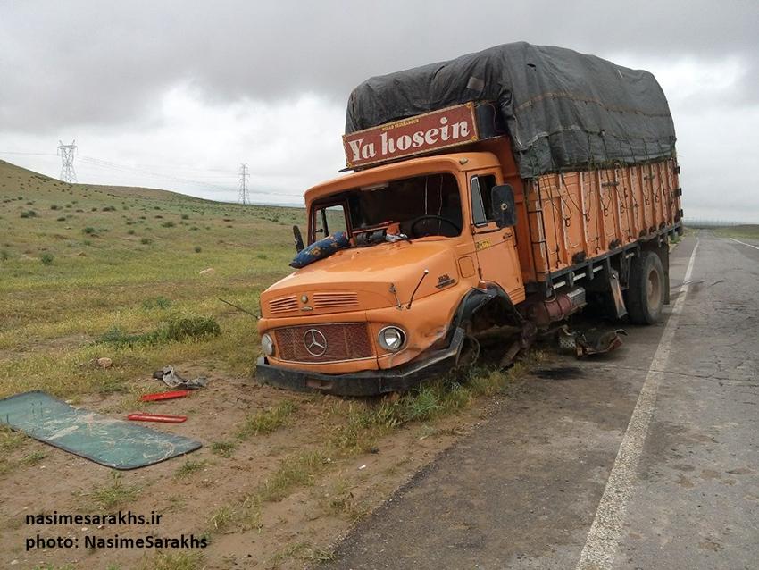 بسته حمایتی غذایی تصادف مرگبار لیفان با کامیون بنز در جاده سرخس+تصاویر