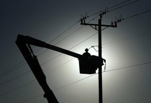 «برق قطع شد»؛ صحبت این روزهای مردم سرخس/ خسارت سنگین نوسانات برق به لوازم الکتریکی مردم/ رئیس اداره برق: تقویت شبکه برق سرخس تا دوماه دیگر/ آیا تا دو ماه آینده مشکل برق سرخس حل می شود؟