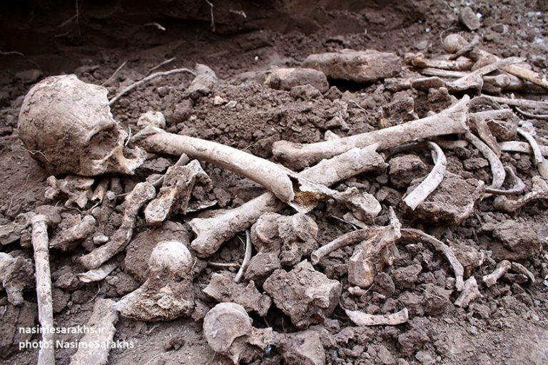 کشف استخوانهای باقیمانده از یک جسد در سرخس+تصاویر