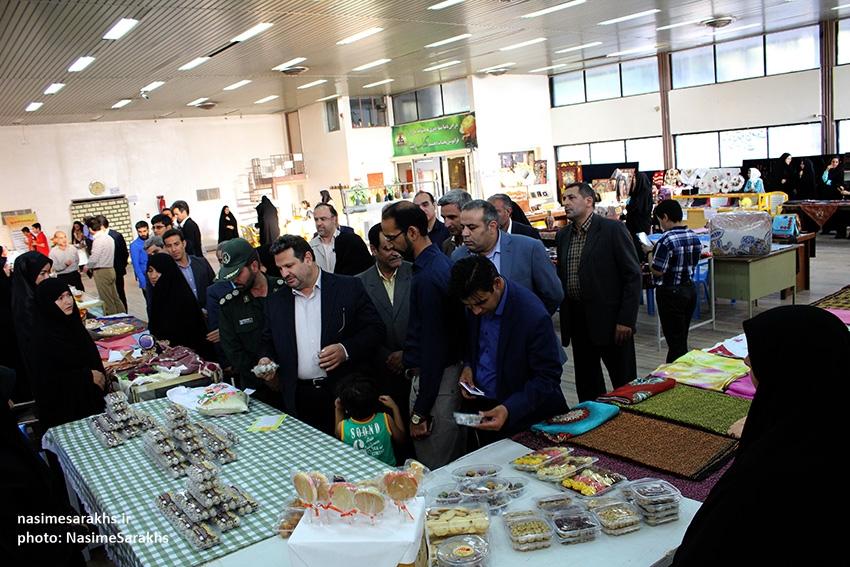 نمایشگاه توانمندیهای بانوان شهرستان سرخس (3)