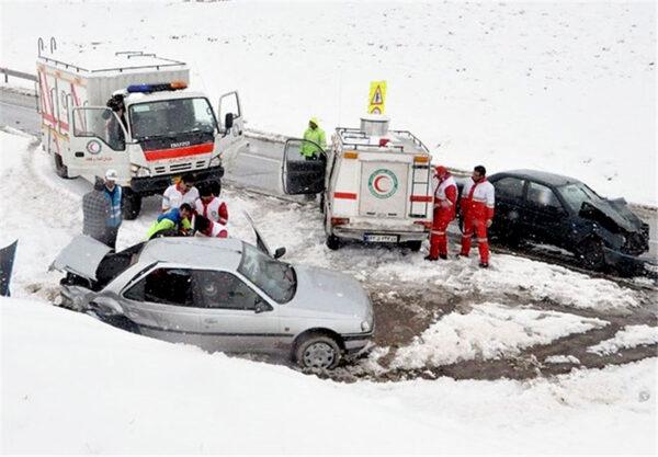 ۴۰ مسافر در جاده سرخس گرفتار برف شدند/ اسکان مسافران در شهر مزداوند