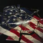 آمریکا در لبه پرتگاه