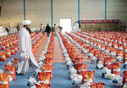 توزیع ۶۰۰ بسته معیشتی هدیه مقام معظم رهبری بین نیازمندان سرخس