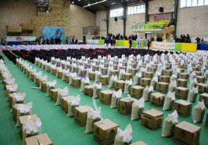 توزیع ۱۱۰۰ بسته معیشتی بین نیازمندان سرخس در عملیات نهضت انتظار